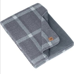 UGG NWT Alexa Plaid Reversible Fleece Throw Blank